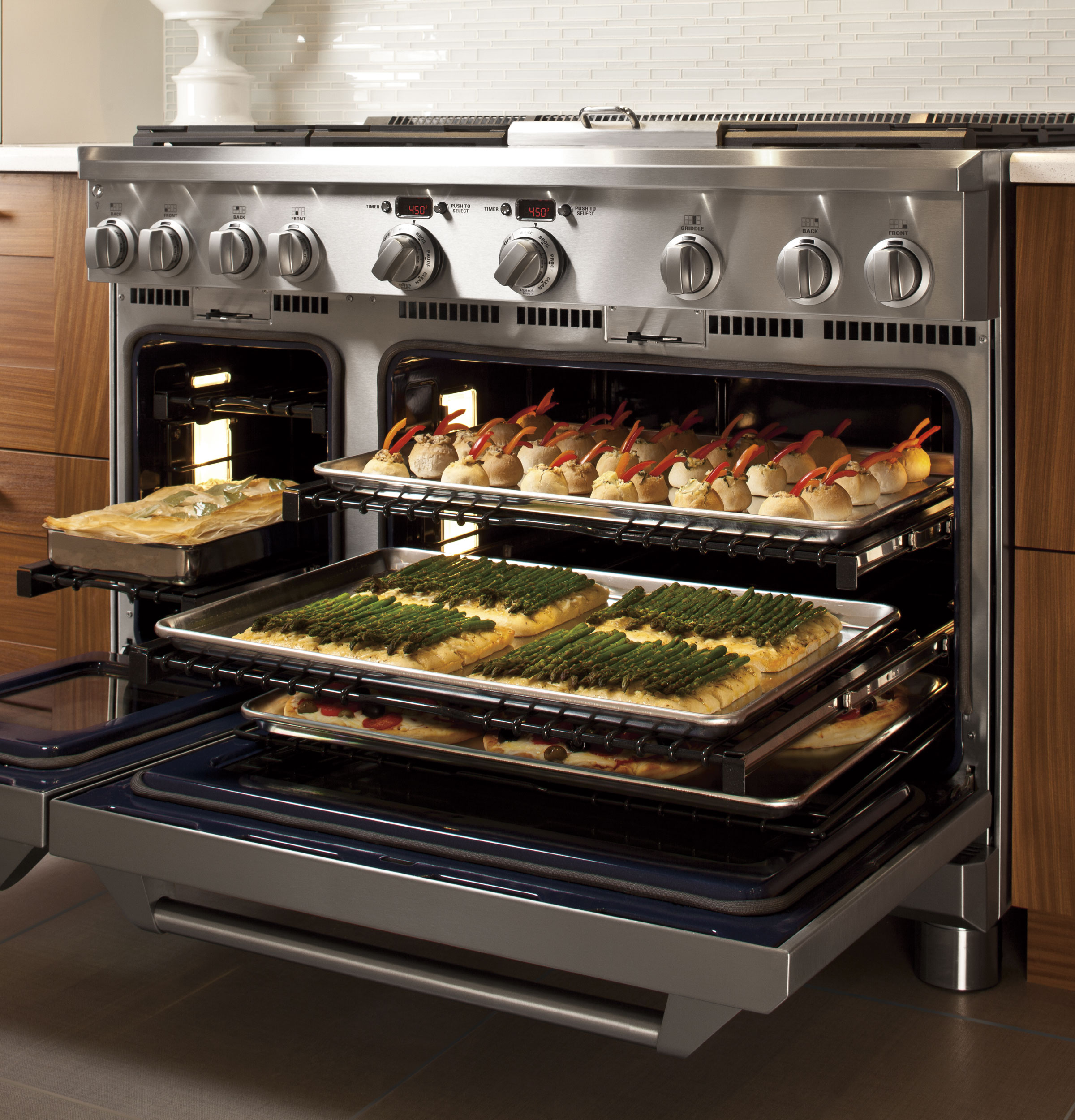 Ge Monogram Series 48 All Gas Professional Range With 4 Burners Grill And Griddle Zgp484ngrss Lewis Liances In Trinidad The Building Source